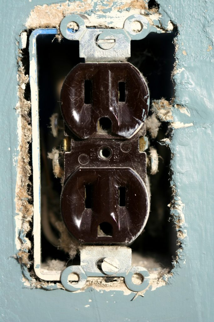 ungrounded outlets - Tim Kyle