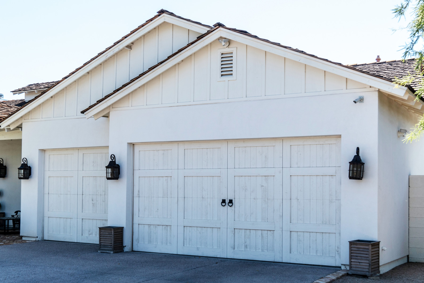 exterior garage lighting - Tim Kyle