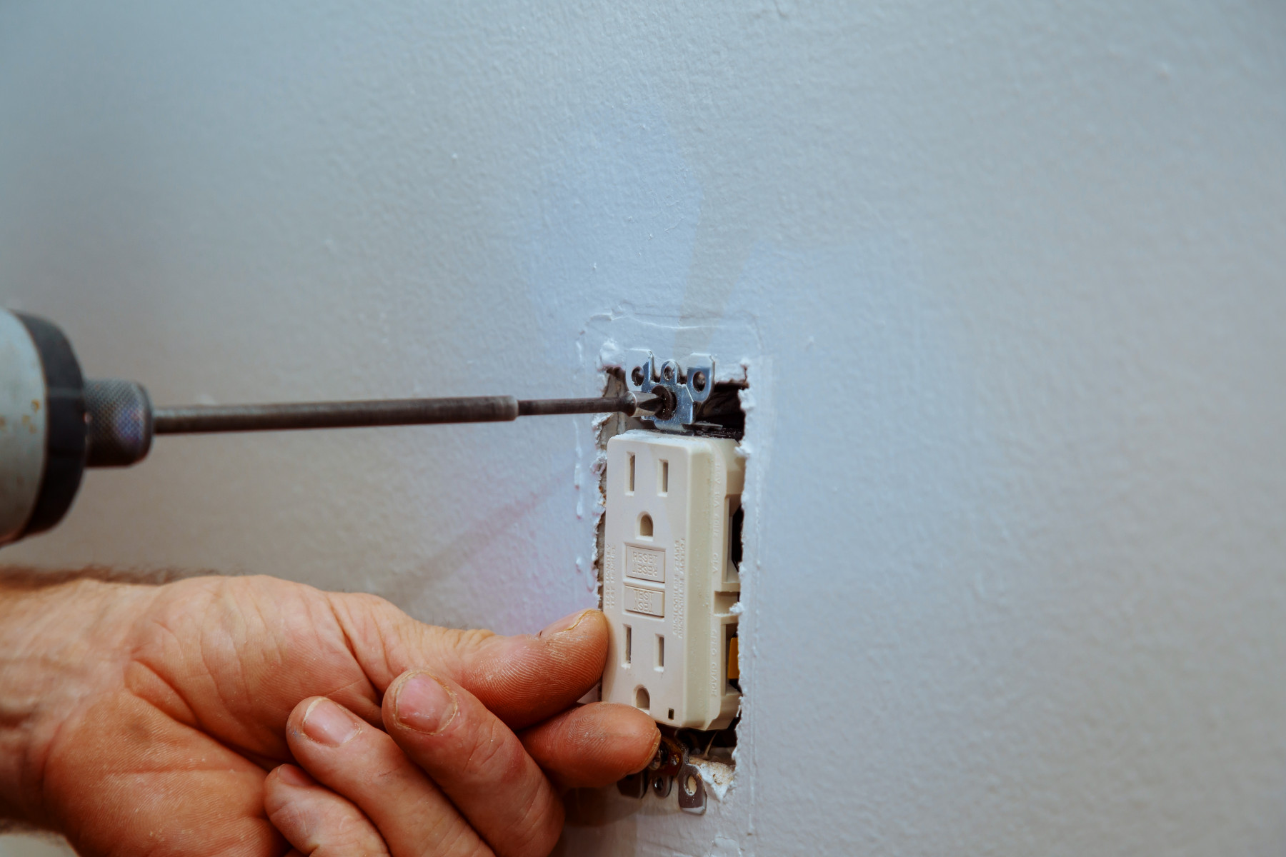 troubleshooting electrical outlet - Tim Kyle